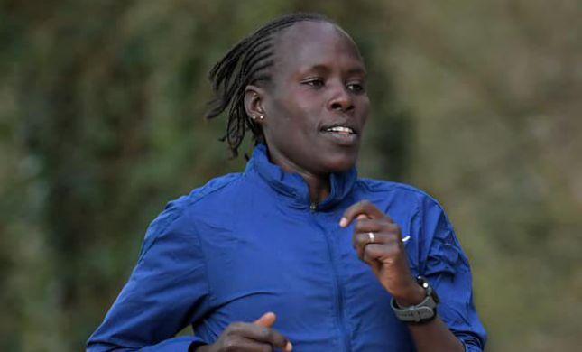 התגובות לאצנית שבחרה לעצור מרתון בגלל כאבי מחזור