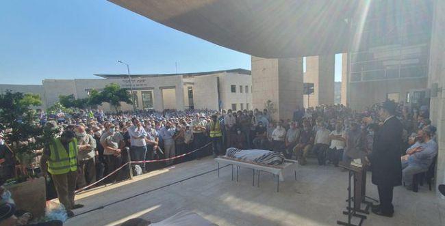 אלפים בהלווית הרב יהושע צוקרמן