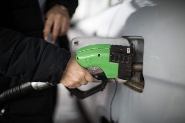 אחרי 9 חודשים של עליות: ירידה במחירי הדלק