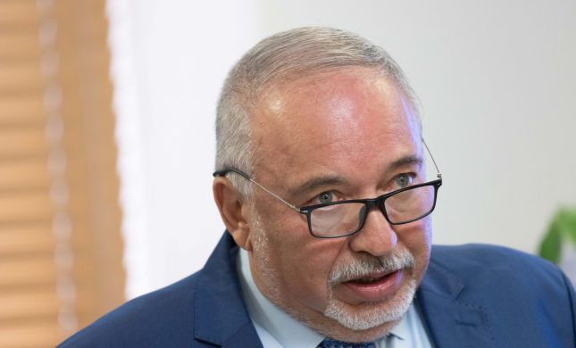 """""""ישראל ביתנו תפרוש""""   ליברמן במסר לאיילת שקד"""