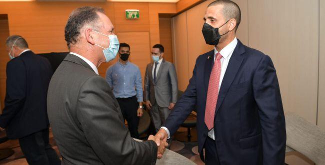 שגריר בחריין הראשון נחת בישראל