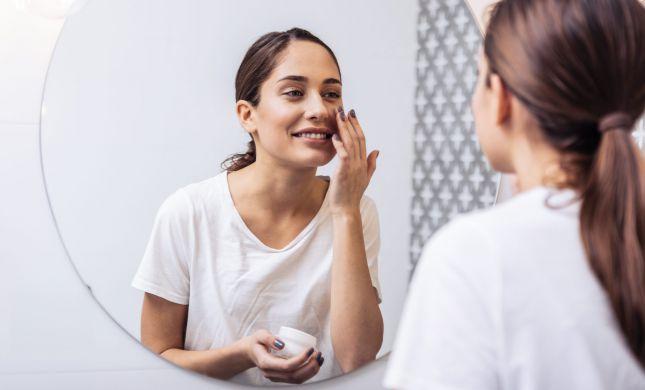 כיצד שומרים על עור פנים רענן וחיוני בעונת הקיץ