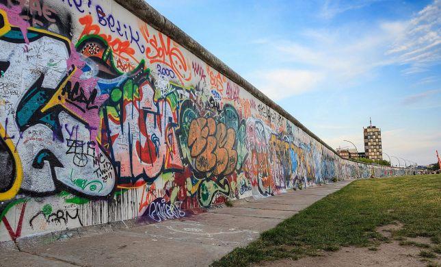 היום לפני 60 שנה: נבנתה חומת ברלין