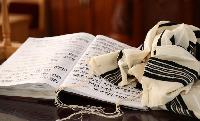 יד אחת החלה רושמת- שירה ויהדות  ביקורת ספרים