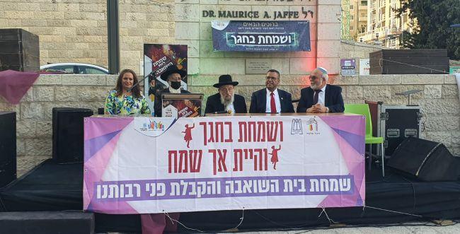 מאות מתפללים בשמחת בית השואבה בירושלים