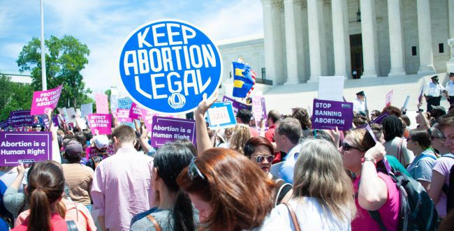 """ארה""""ב: צפי להפגנות ענק נגד חוק ההפלות בטקסס"""