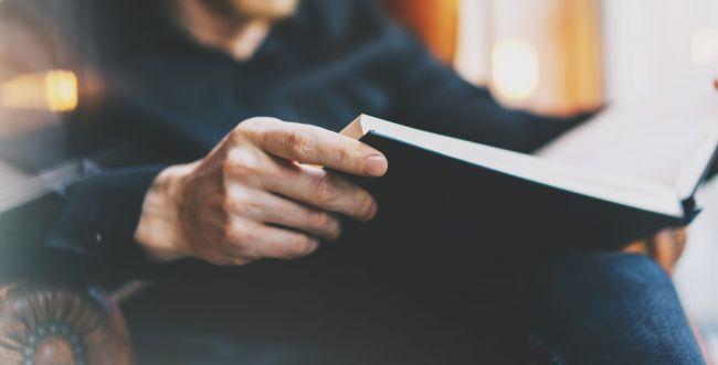 בין התפילות: 3 המלצות לקריאה בזמן הצום