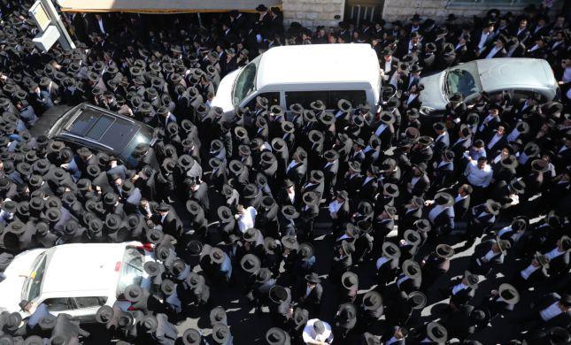 ירושלים חסומה: אלפים מלווים את הרב ארלנגר