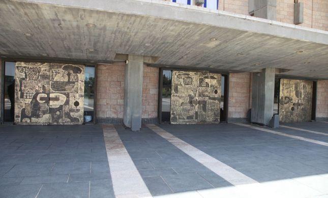"""שערי הכנסת עברו שחזור: """"כמו מסע בהיסטוריה"""""""