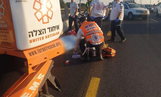 כביש החוף: הולך רגל כבן 50 נהרג מפגיעת משאית