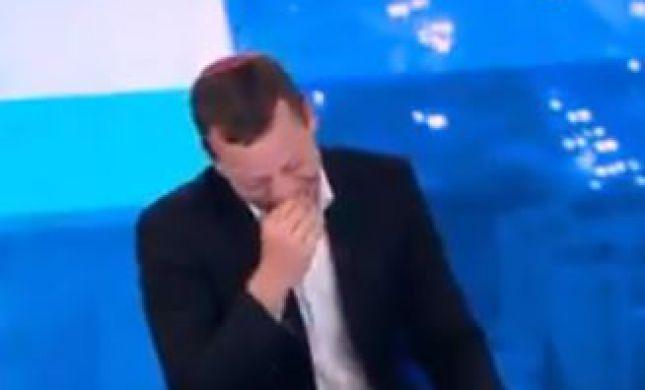 צפו: עמית סגל מתפוצץ מצחוק באמצע שידור
