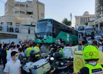 קשה לצפיה: אוטובוס מתנגש בקבוצת נערות בי-ם