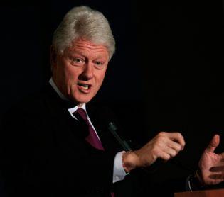 """חדשות בעולם, מבזקים נשיא ארה""""ב לשעבר ביל קלינטון אושפז בטיפול נמרץ"""