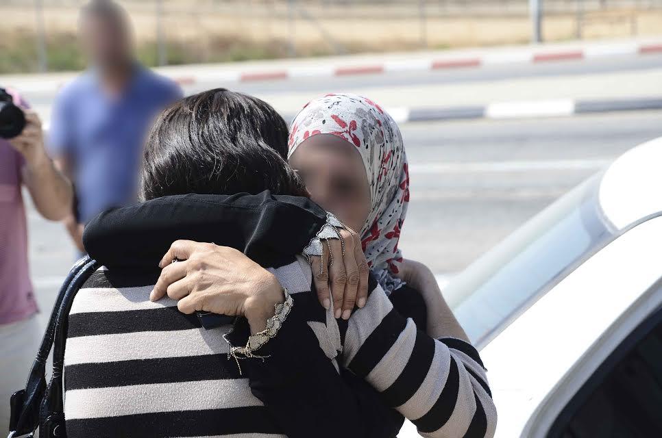 אמה של יסמין ושרי בעת החילוץ במחסום