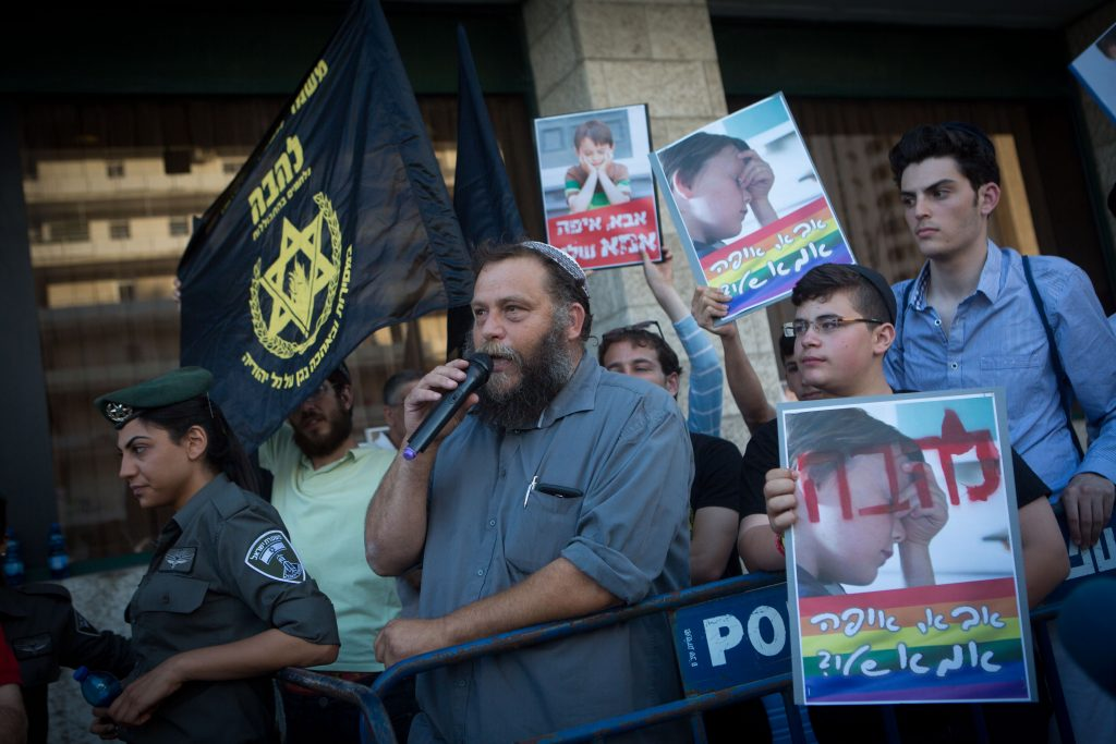 Right wing activists demonstrate against the annual gay parade in Jerusalem, on July 30, 2015. Photo by Miriam Alster/Flash90. *** Local Caption *** îöòã äâàååä îöòã ôòéìé éîéï äôâðä îçàä ìäáä