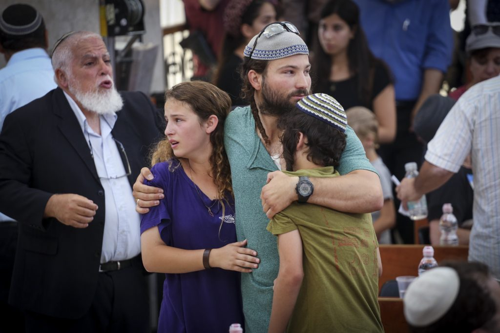 The children of Rabbi Miki Mark morun at a service prior to his funeral at the Otniel yeshiva, of which Rabbi Mark was director. Rabbi Mark was murdered in a terror attack on Friday, when his family's car came under gunfire from a passing vehicle and overturned near Beit Hagai on Route 60. Rabbi Mark's wife and two of their children were injured in the shooting attack. July 03, 2016. Photo by Hadas Parush/FLASH90 *** Local Caption *** עותניאל פיגוע רב מיקי מרק