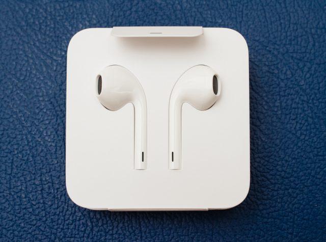 האוזניות האלחוטיות של אפל (צילום:שטארסטוק)