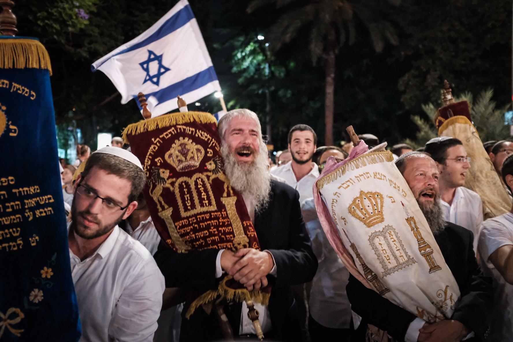 משמחים בכיכר רבין (צילום: תומר ניוברג/ פלאש 90)