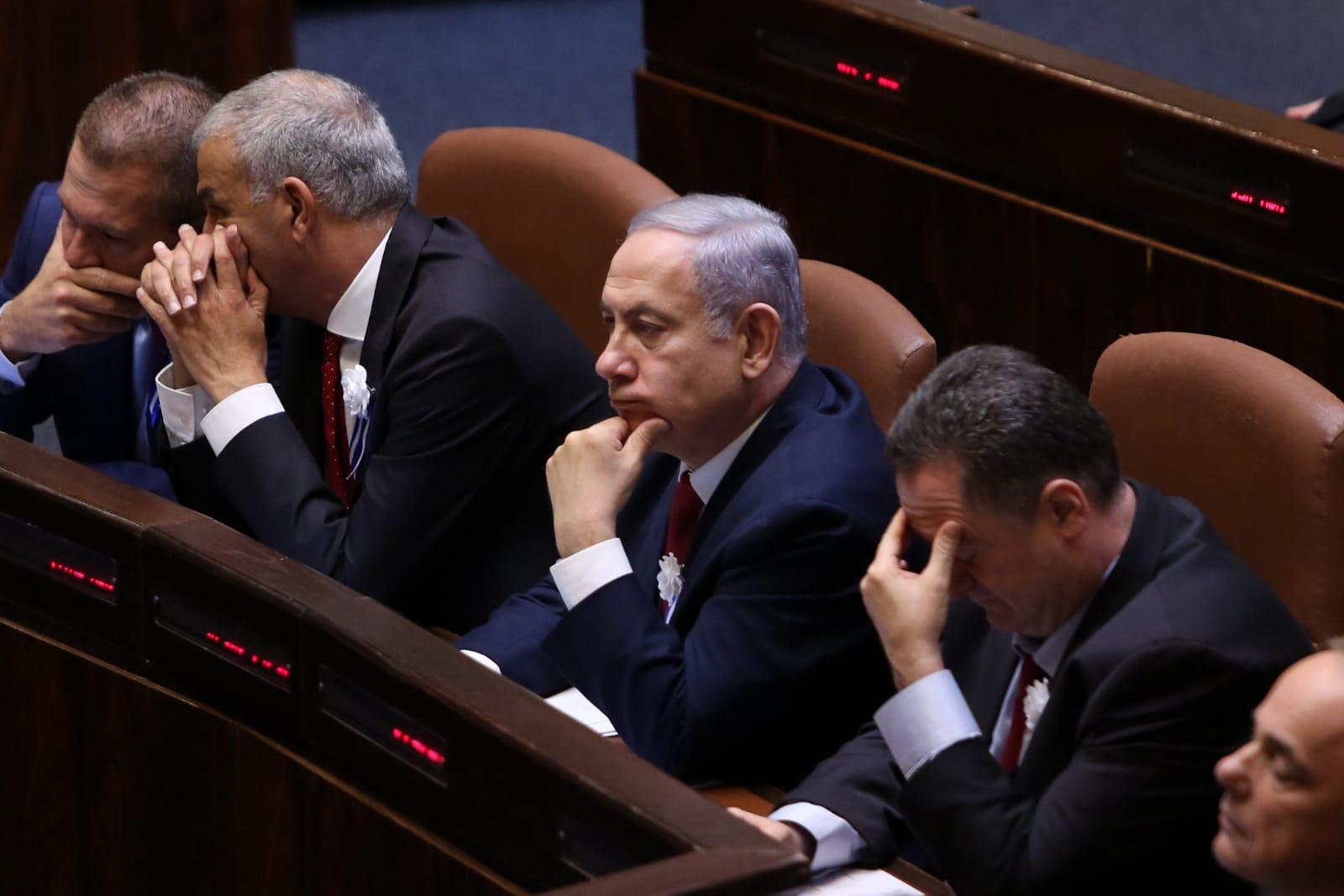 ישראל כץ נרדם בשמירה (צילום: חיים גולדברג\סרוגים)
